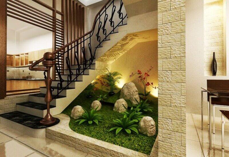 Mẫu tiểu cảnh sân vườn đẹp mắt dưới chân cầu thang