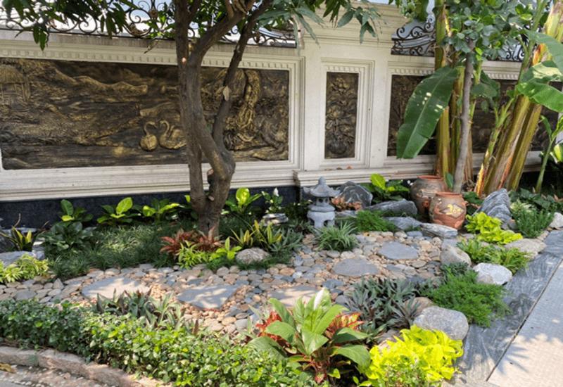 Mẫu tiểu cảnh sân vườn được bày trí đơn giản