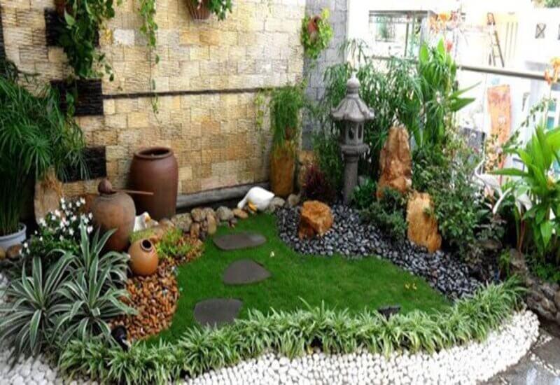 Mẫu tiểu cảnh sân vườn kết hợp với nhiều yếu tố trang trí